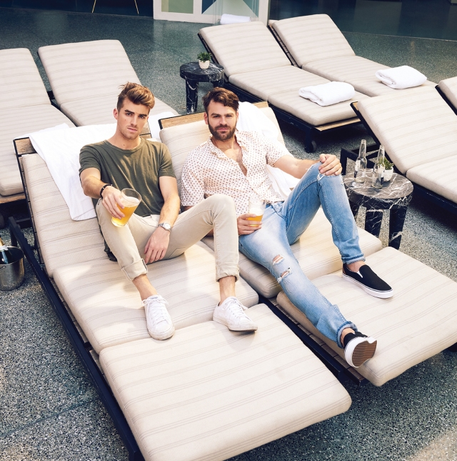 05-e-chainsmokers-bb24-fea-95125-billboard-1240